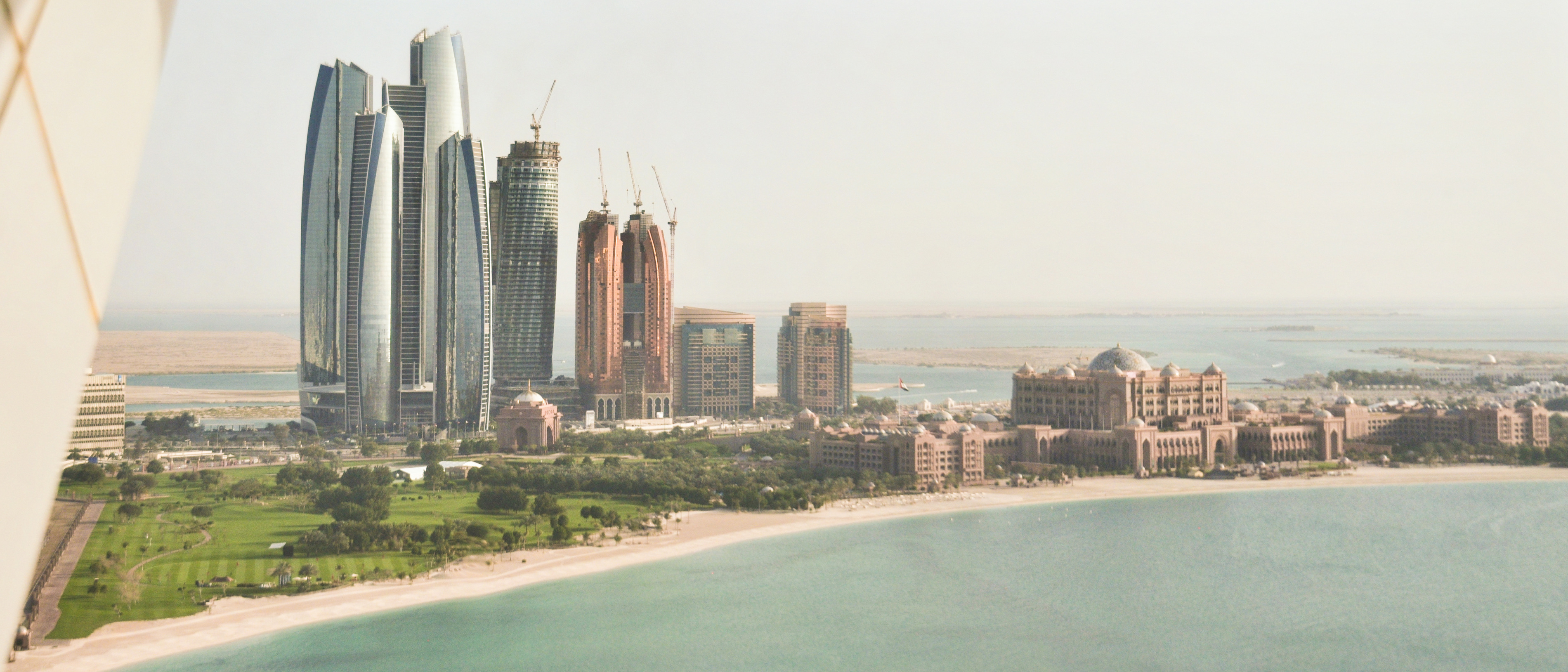 - corniche-towers-emirates-palace-abu-dhabi-high-resolution-hd-fotos-photos-pictures-blog-alf-dahl-running-vae-uae